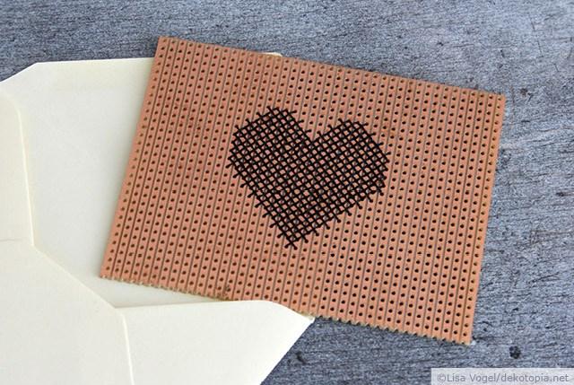 Lochkarte mit Herz bestickt von Dekotopia