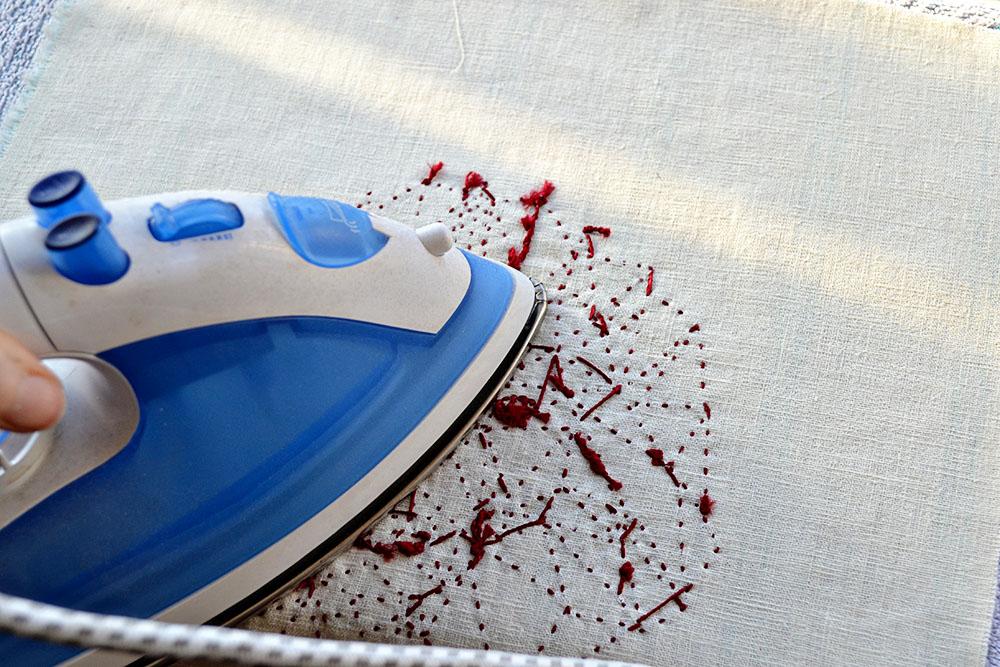 So bügelst du Stickereien richtig - ohne sie platt zu drücken